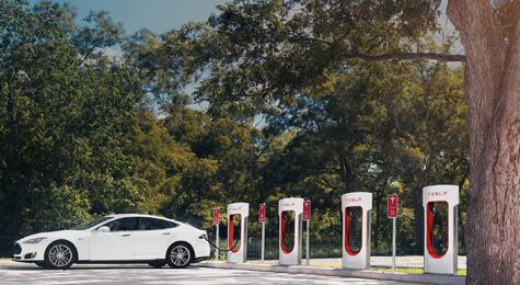 Innovación de Tesla con la carga mediante supercharger